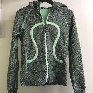 Lululemon scuba hoodie size 4 , l green pattern